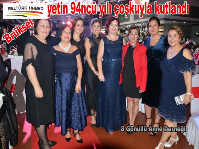 8 Gönüllü Anne'den Cumhuriyet Balosu