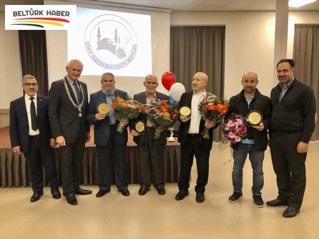 Hollanda'da 4 Türk'e kraliyet nişanı verildi