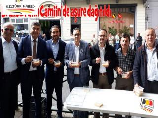 Brüksel Fatih Camiin'de aşure dağıtıldı